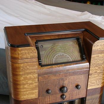 DeForest Crosley LISZT console radio - Radios