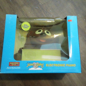 TUNE TOWN 1985 MUPPET BABIES ELECTRONIC PIANO  SEAL & MINT - Toys