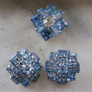 Light blue rhinestone pin and earrings - Costume Jewelry