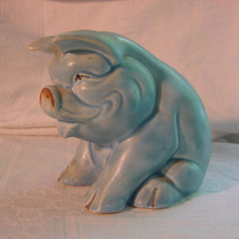 mystery blue matte seated pig Made in England - Pottery