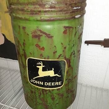 Old John Deere planter hopper - Tractors