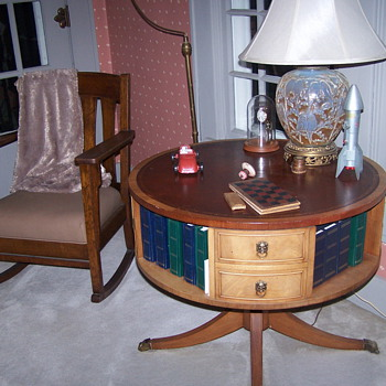 Round table - Furniture
