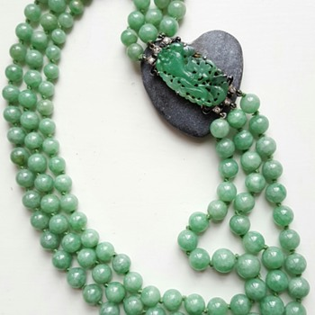 1920 large 3 rows jadeite necklace, Art Deco clasp. - Fine Jewelry
