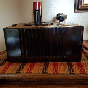 RCA Victor Record Player 45 EY 2