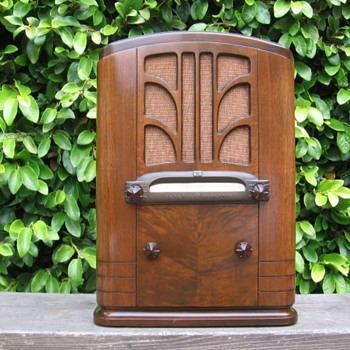 Vintage Art Deco General electric Model A-64 Tube Tombstone Radio