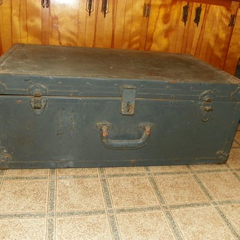Trunk(possibly military)? - Military and Wartime