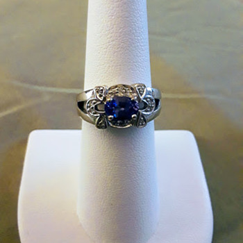 AAA Grade Tanzanite Set in 18kt White Gold with Diamonds - Fine Jewelry
