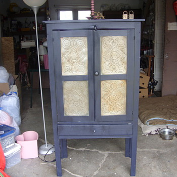 nice early pie safe - Furniture