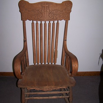 Very old kings head rocker with hand made nails - Furniture