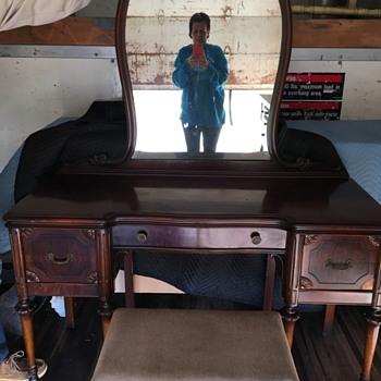 Vintage vanity?  - Furniture