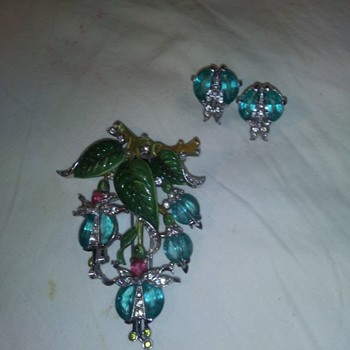 Rare Vintage Trifari Signed Pin Clip /Earrings - Costume Jewelry