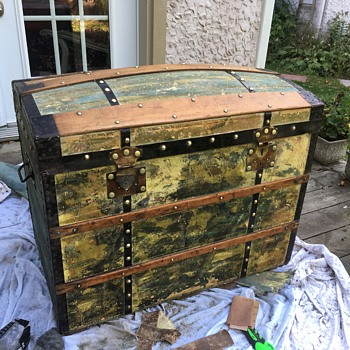 Picasso antique French trunk - Furniture