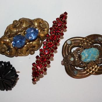 Costume jewelry lot - Costume Jewelry