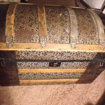 Floral trunk  - Furniture
