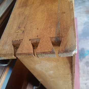 Haven't been able to find anything similar. Please help. - Furniture