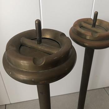 Vintage spin-around free standing brass ashtrays, pair - Tobacciana