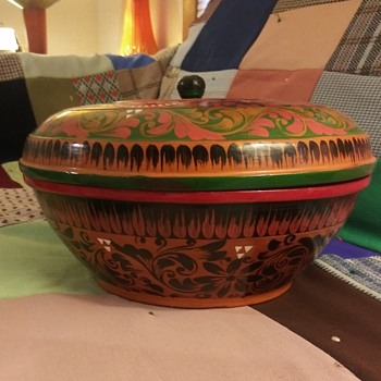 Lacquerware covered bowl of unknown origin. - Kitchen