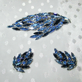 Sherman Two Tone Blue + Montana Blue Double Leaf Brooch Design & Earrings - Costume Jewelry