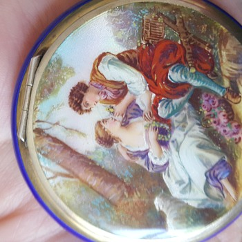 Small vintage enamel compact - Accessories