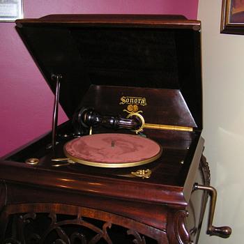 Sonora Grand, 78 rpm gramophone Made in USA