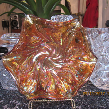 Carnival glass bowl with Acanthus pattern. - Glassware