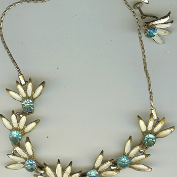 Vintage '50's? Metal Floral Rhinestone Necklace - Costume Jewelry