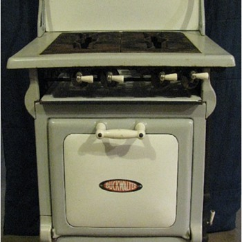 Buckwalter Gas Range - Kitchen
