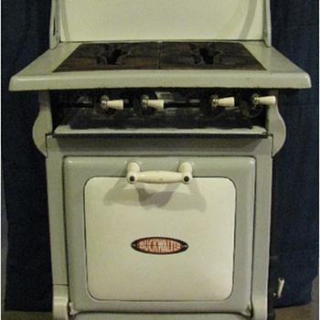 Buckwalter Gas Range - Kitchen