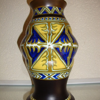 art deco vase by zuid holland gouda - Pottery