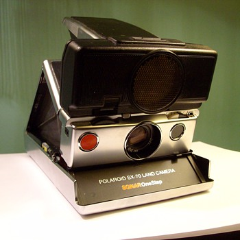 SX-70 Sonar Polaroid Land Camera With Film & Flashcubes