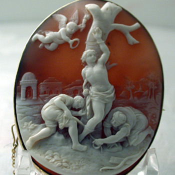 Shell cameo of St Sebastian  - Fine Jewelry