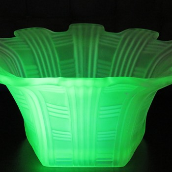 Pentagonal Uranium Glass Bowl - Glassware