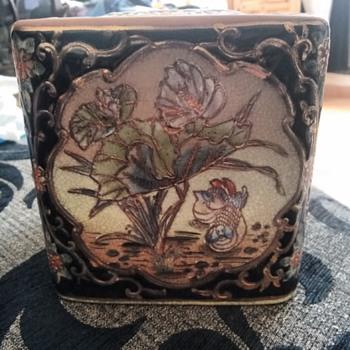 Chinese vase or ginger box - China and Dinnerware