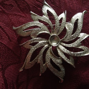 Brooch   - Costume Jewelry