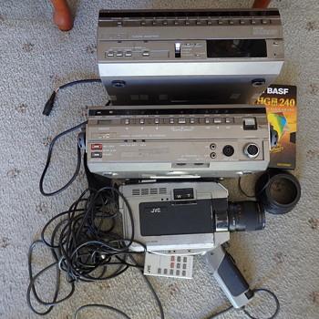 J V C  Cassette Recorder HR-22ooeg - Cameras