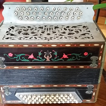 Italian Button Accordian