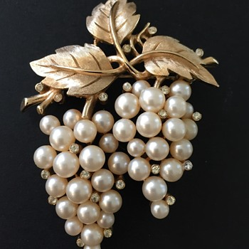 Vintage Trifari Pearl Rhinestone Brooch - Costume Jewelry