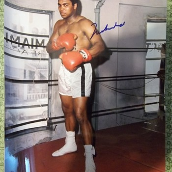 Muhammad Ali Signed Picture - Photographs