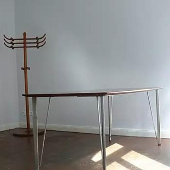 ARNE-JACOBSEN dining-table FRITZ HANSEN
