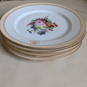 Old Paris porcelain plates, is it still collectable with moderate wear? - China and Dinnerware