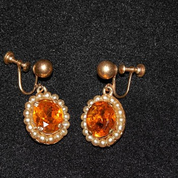 Gorgeous Gold Tone Orange and Pearl screw on earrings - Costume Jewelry