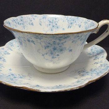 The Foley China Teacup and Saucer - Rd 270002 Pattern 5660