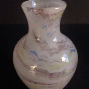 """Made in Japan"" opalescent vase #2 - Art Glass"