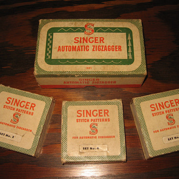 1940's Singer Sewing Machine Automatic Zigzagger set COMPLETE - Sewing