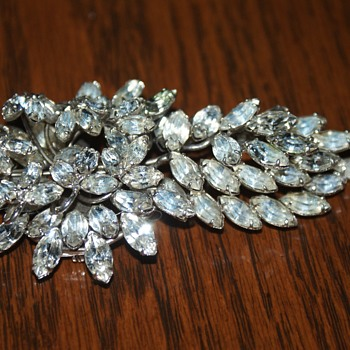 Vintage Rhinestone Brooch 3.5 Inches (for MsCrystalShip) - Costume Jewelry