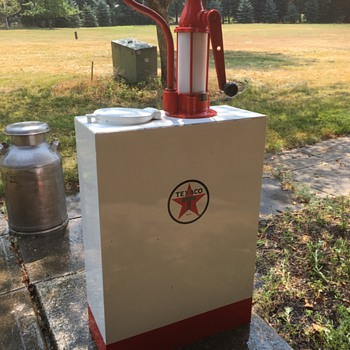 Texaco Oil Dispenser - Petroliana