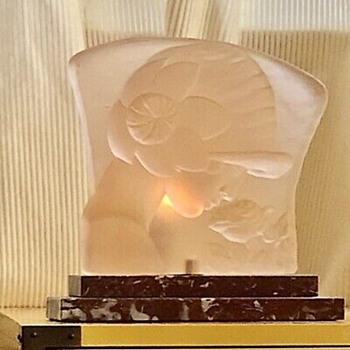 Art deco French molded glass sculpture lamp - Art Deco