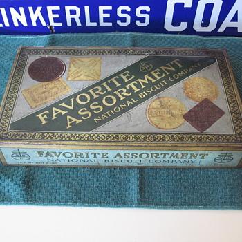 National Biscuit Co. (NABISCO) Tin with hidden treasures. - Advertising
