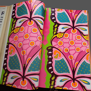 """Original late 1960's """"Right On"""" line of MOD & Psychedelic Wallpaper Salesroom Book - Advertising"""