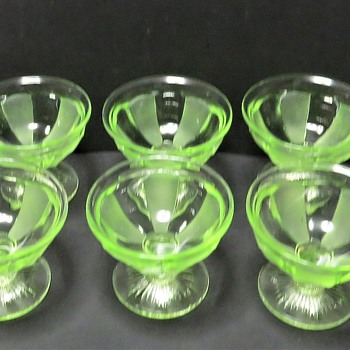 Davidson Uranium Glass Grapefruit Sundae Dishes 1940 - Glassware